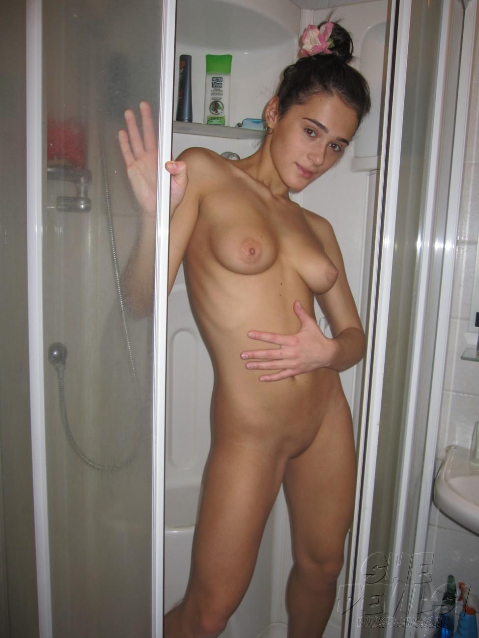 selfshotgirlfriends puffy nipple gf amateur shower puffy nipple gf amateur shower 4 JPG